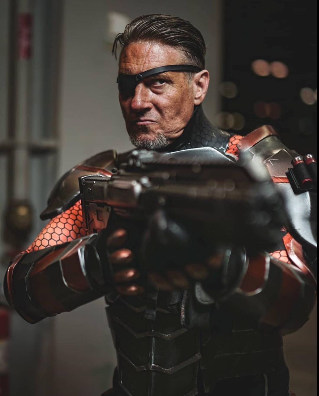 """Mark RoBards on Instagram: """"Who's the only one who can keep Meta's like them in line? Photo by the amazing @catsmeowtampa  #deathstrokecosplay #deathstroke #batman…"""""""