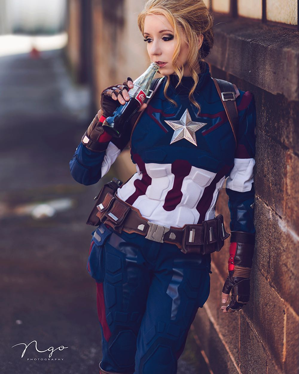 """Riki Le Cotey on Instagram: """"""""NAFTA.. Captain America, Mexican coke and a Canadian cosplayer"""" Photo by @hngophotography #captainamerica #marvel #infinitywar…"""""""
